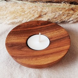 Bougeoir artisanal en bois et sa bougie naturelle parfumée